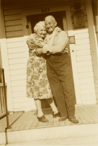 couples-hug-sepia
